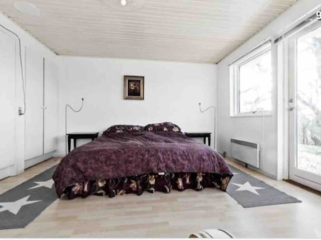 Room No. 2 with direct access to the garden, DK