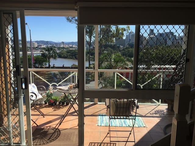 Walk to City & Southbank + views! - Kangaroo Point - Bed & Breakfast