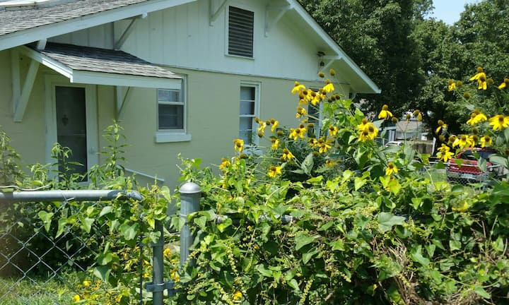 Sylvan GuestHouse - Great Location, Fast Internet