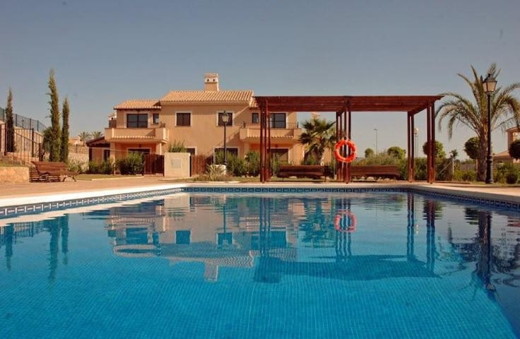 Stunning 3 bed villa/3 bath - community pool - Fuente Álamo - Willa