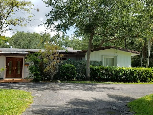 Charming and Beautiful house in Pinecrest!