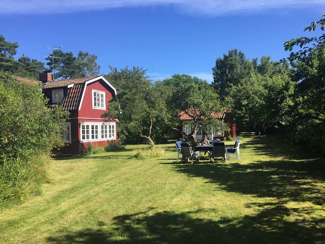 Typical summer house by the sea close to Stockholm - Värmdö SO - Holiday home