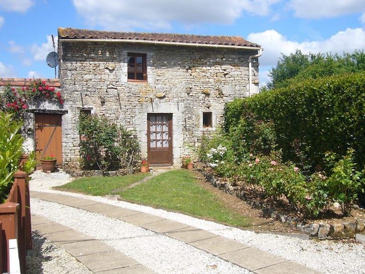 La Roseraie. Romantic cottage for couples