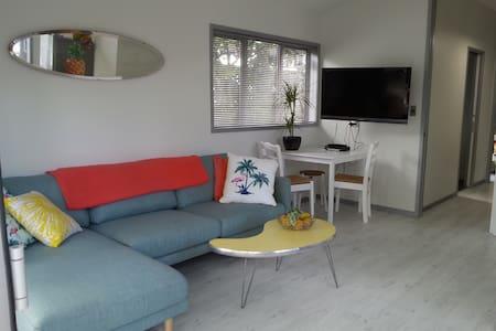 OmahaBeach modern 2 guest Apartment - Omaha