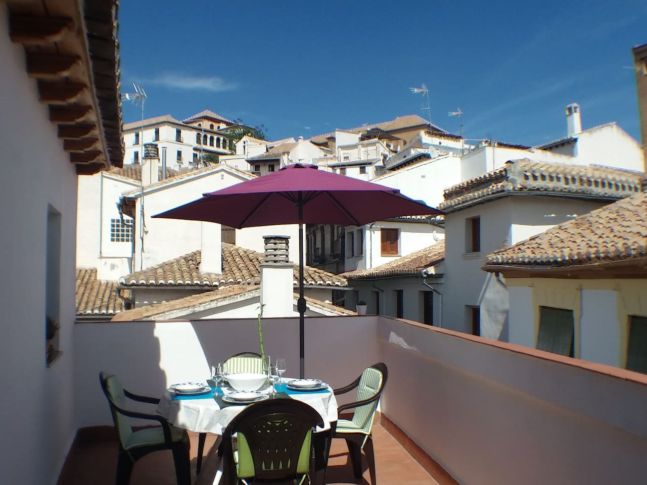 Private terrace with views to the Albayzín