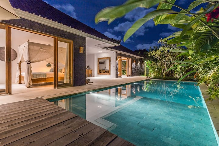 Modern Luxury | New 4 B/R Villa |  Umalas Location