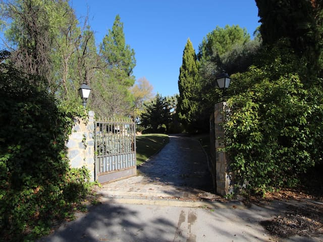 Large and beautiful country house in Cieza.