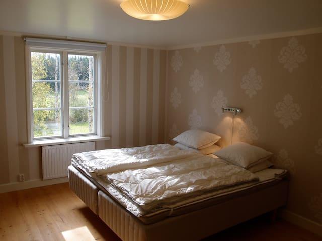 Master bedroom #1, double bed 180 cm