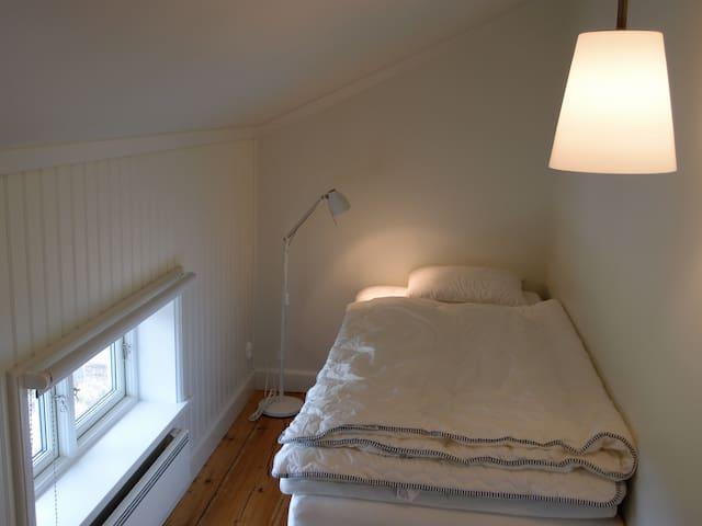Bedroom #5, single bed 90 cm