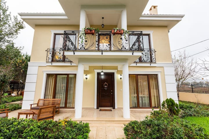 Gorgeous 5 BR Villa with Pool and Garden Surrounded by Peaceful Nature in Sile