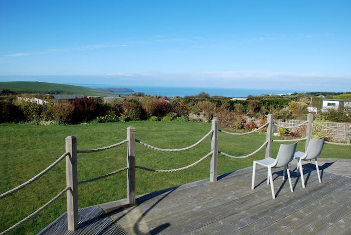 Sunny house with deck, garden, trampoline, seaview - Woolacombe - House