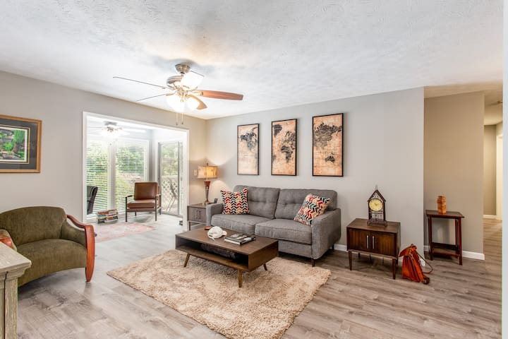 Stylish, Clean, Comfy 2 Bedroom Condo near Atlanta