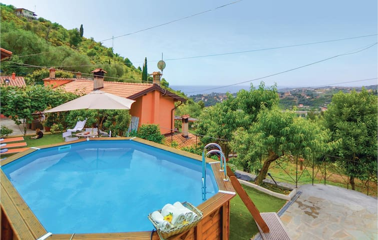 Holiday cottage with 7 bedrooms on 200 m² in Sanremo IM