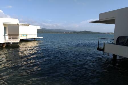 Arriendo cabaña sobre el mar