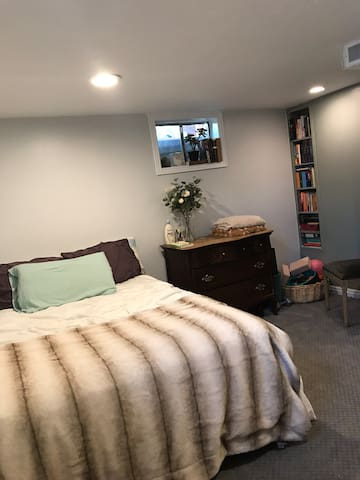 Comfy studio in the heart of Orem and Provo.
