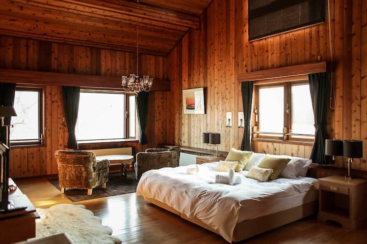 Sakura Suite at Lake Toya