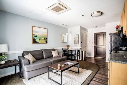 Chic 1BR In The Village Steps From BSU's Campus!