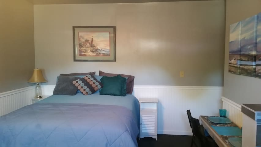 Blue Studio Apt, furnished, Pvt - Woodland - Casa