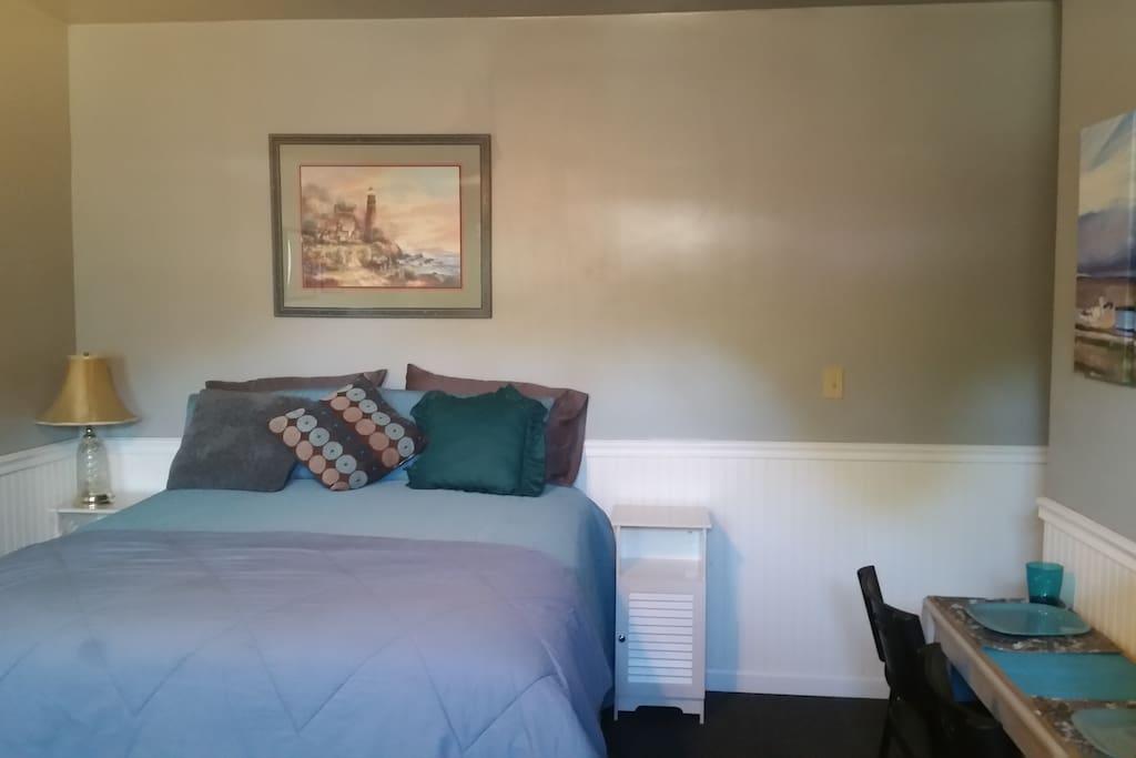 blue studio apt pvt bath pvt entrance pool h user zur. Black Bedroom Furniture Sets. Home Design Ideas