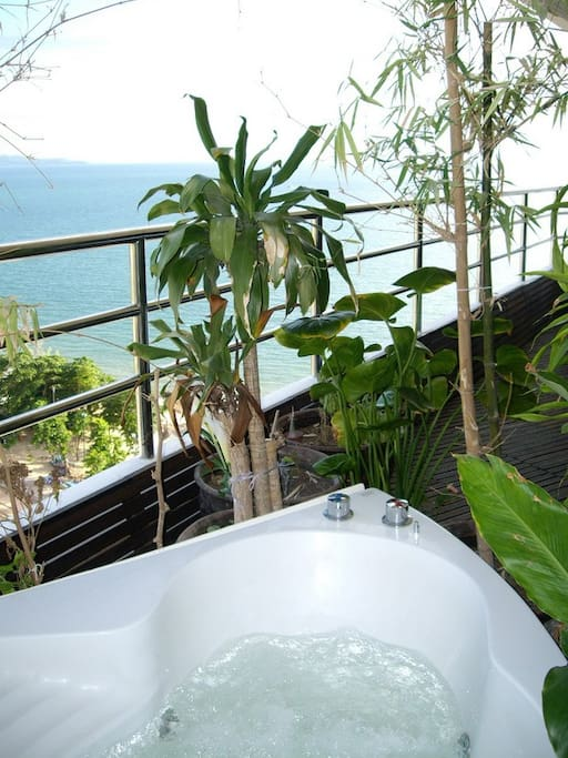 Spa Bath with sea view