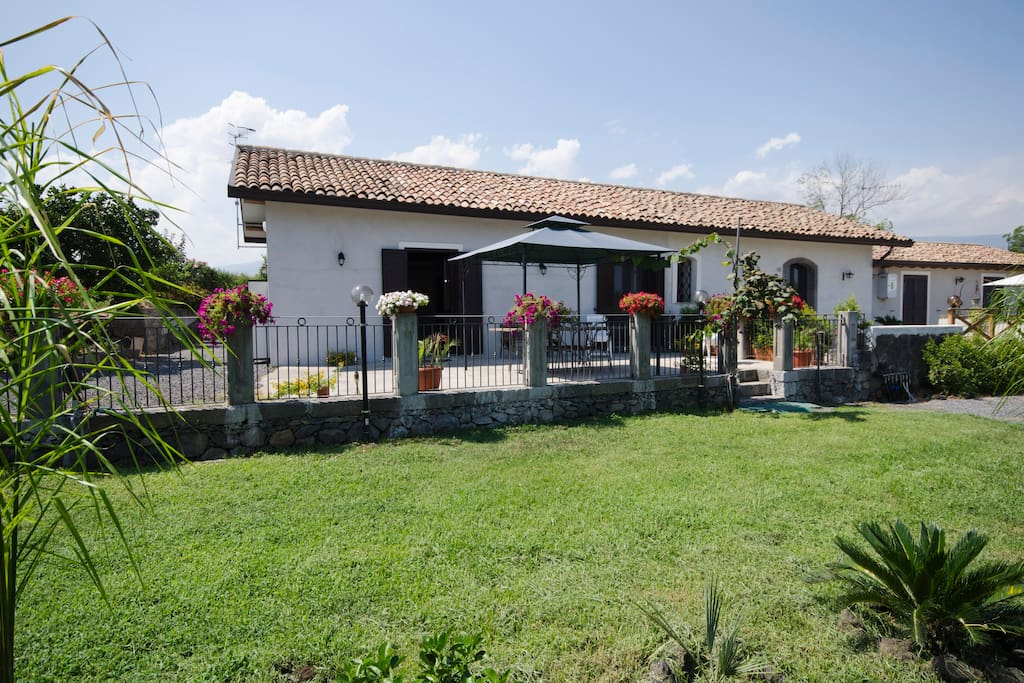 The little house in the green count houses for rent in for Rent a home in italy