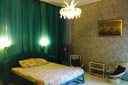TAMARA Guesthouse Indonesia Jakarta - Jakarta - Bed & Breakfast