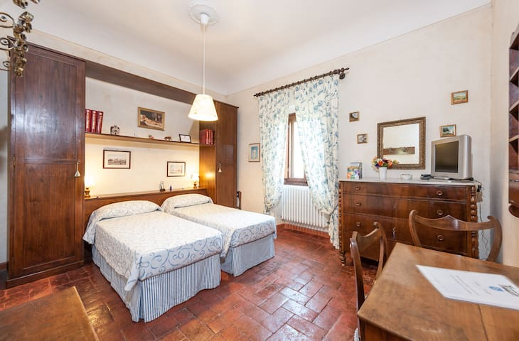 Villa Nobili B&B Blue Room in Florence Hills - Villas for Rent in ...