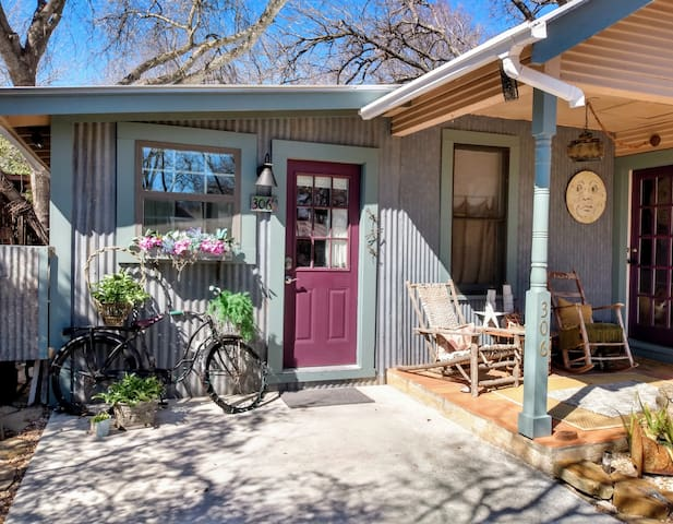 PURPLE BOHO Guest House : Lovely, Quiet Location