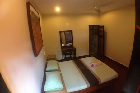 Sulendra Bungalow is Centrally located in Ubud,simply furnished,the rooms are fitted with bamboo furnishing and tiled flooring. Each has a private bathroom with hot shower facilities.