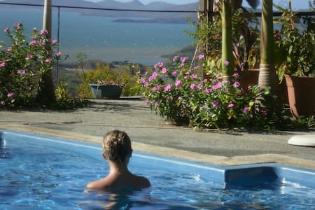 Studio, Jardin + piscine face mer - Dumbéa - Bed & Breakfast