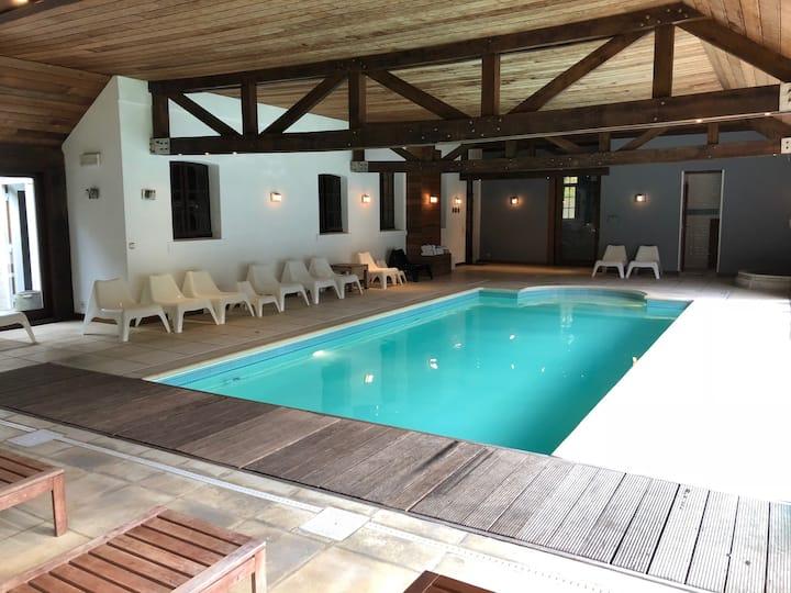LES 3 RENARDS Spa villa 27 pers. avec piscine