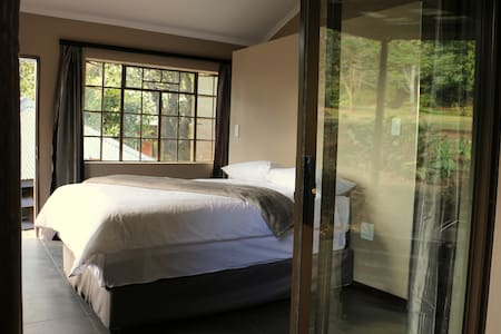 En-suite Double Room, Lidwala Lodge - Ezulwini - Bed & Breakfast