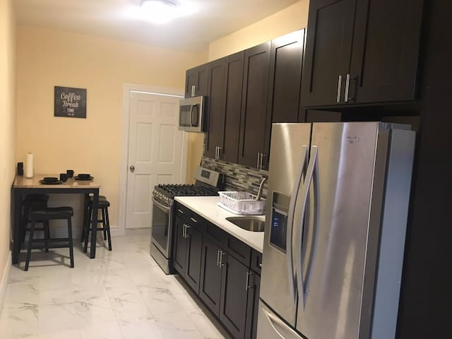 Small Room with Bunk Bed, 2 Subway Stops from NYC! - Queens - Casa