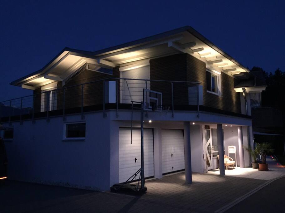 Das Haus bei Nacht