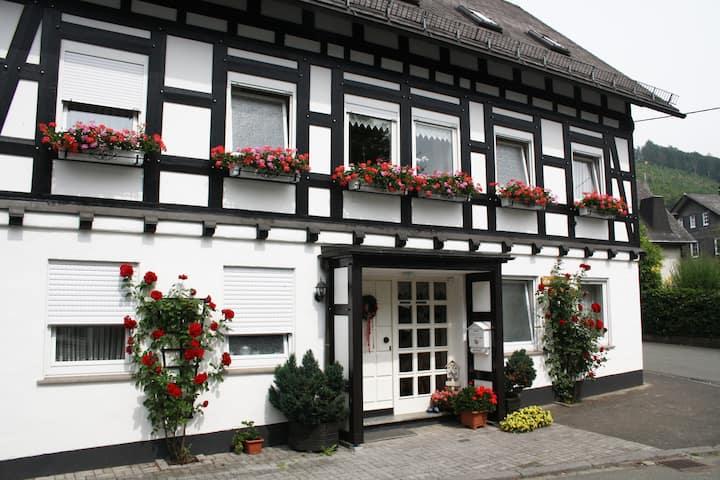 """Ferienhaus """"Haus am Medebach"""" 2 Personen Wohnung"""