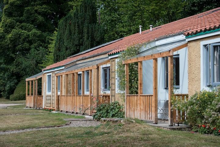 1 bedroom cottage set in beautiful gardens nr sea
