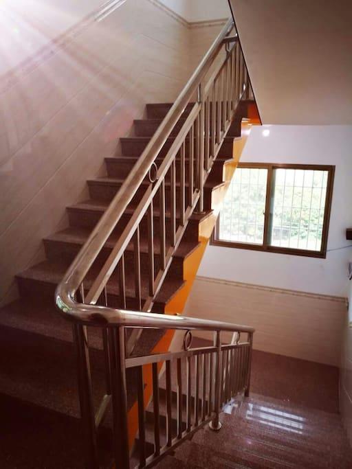 3套相互独立共用楼梯