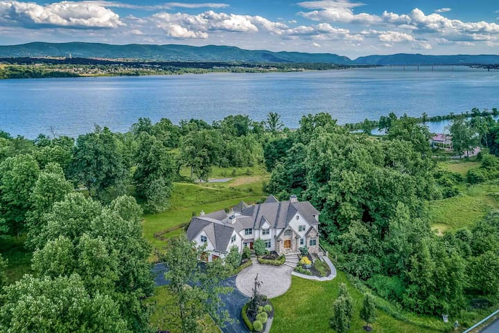 60 miles from NYC, Ultimate Hudson Valley Estate