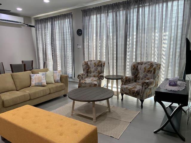 Sheryfa Kuantan Homestay  -Full A/C (3bdr/3baths)