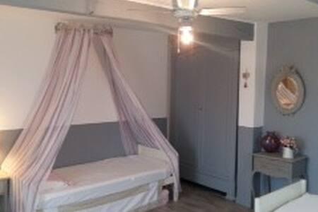 Marciac - LE GOLESTAN - chambre SHABBY