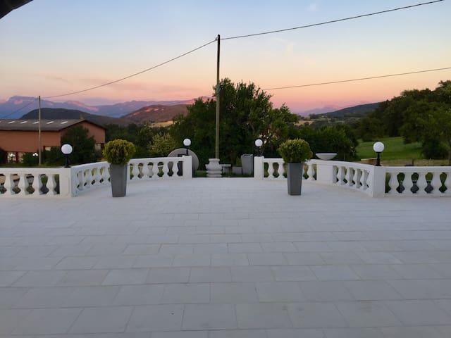 La terrasse sud au coucher du soleil
