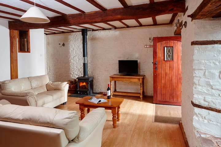 Beautiful stone cottage with shared pool and sauna - Witheridge - House