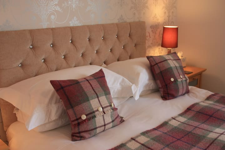 Double boutique bedroom with en-suite, Falkirk - Redding - Huis