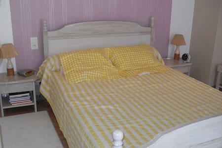 chambre avec terrasse tropèziène