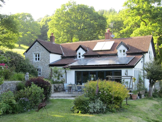 Quiet B&B smallholding, easy access - colyton - Bed & Breakfast
