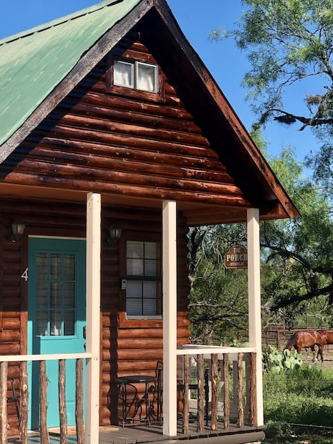 Tiny home on the Frio River - River Rock Cabin #4