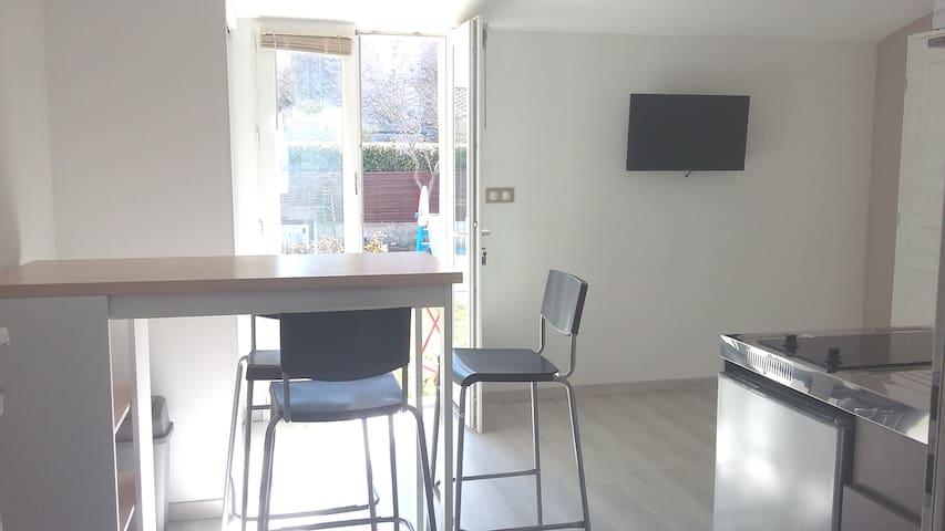 Studio neuf avec jardin, piscine et barbecue - Saint-Rémy-de-Provence - Huis
