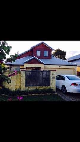 Cosy rooms near Airport - Rivervale - Maison