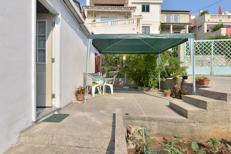 Apartment near the beach-Sumartin - sumartin