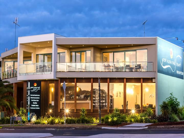 Waterfront Apartment at Luxury Anglesea Hotel